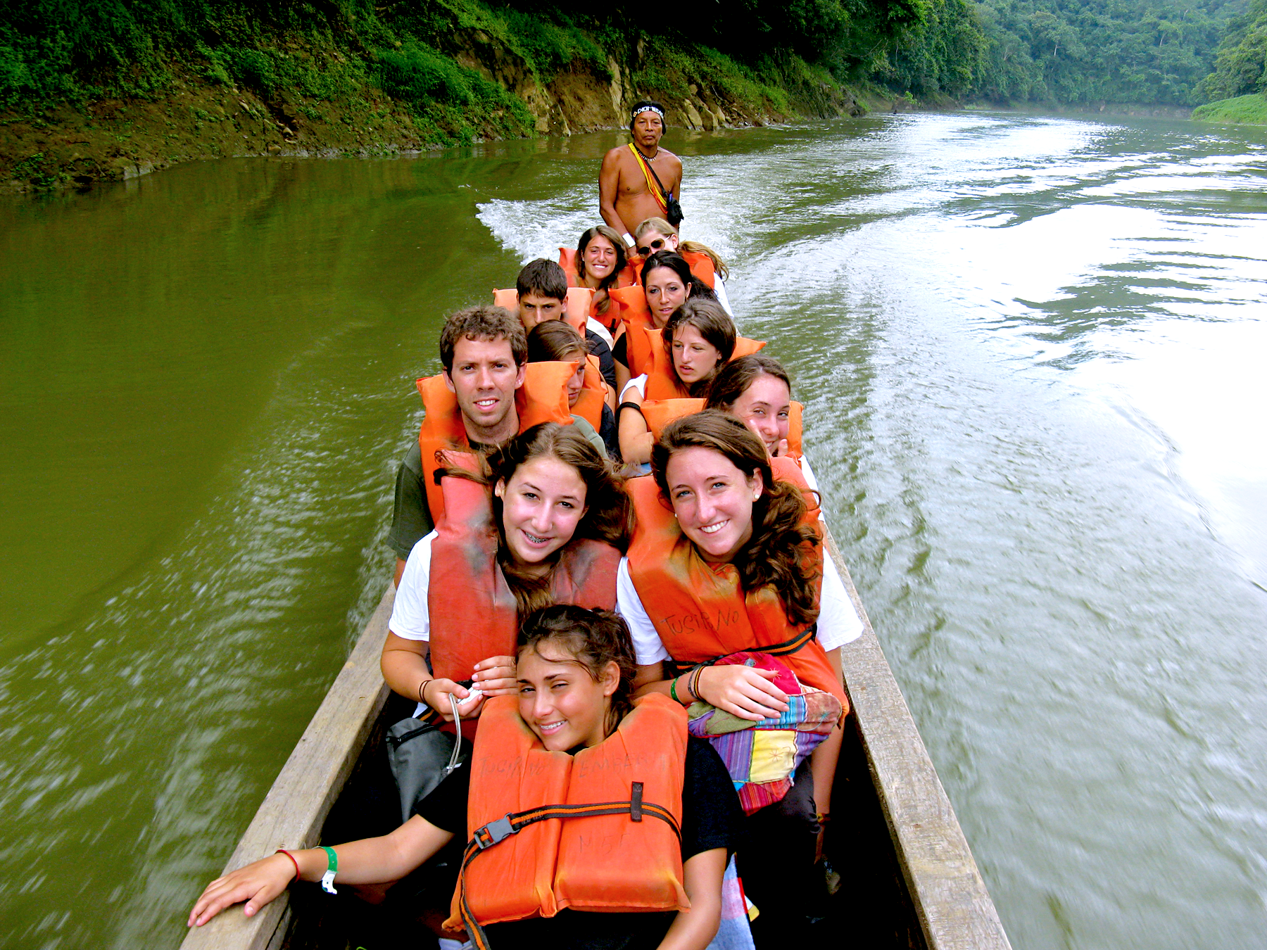 students kayaking in costa rica
